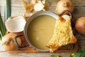 soep van ajuin en aardappelen