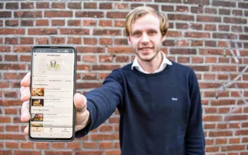 Een app die ervoor zorgt dat je nooit meer lang hoeft te wachten op jouw bestelling. Klinkt ideaal, toch? Fabio bedacht met twee vrienden een slimme applicatie voor in de horeca.