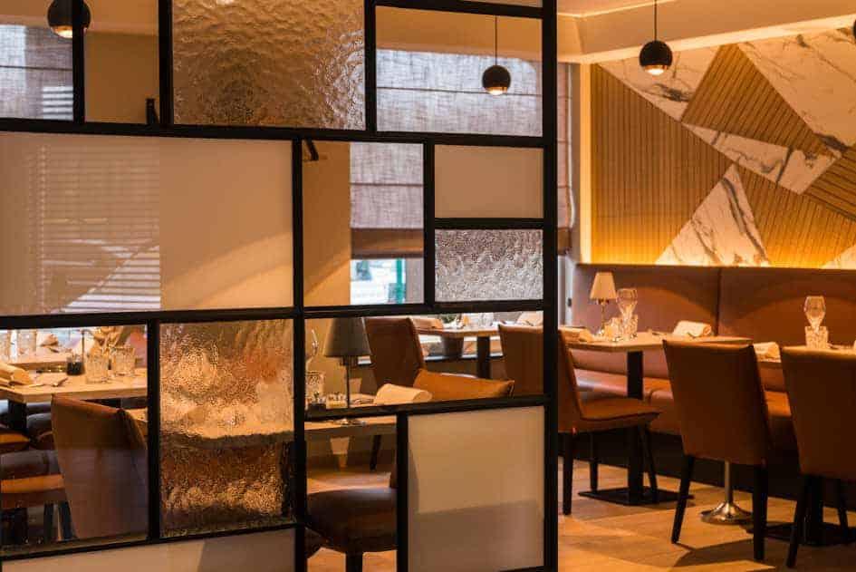 Dief maakt op klaarlichte dag €4.000 buit in restaurant. Heb je die man ook gezien?