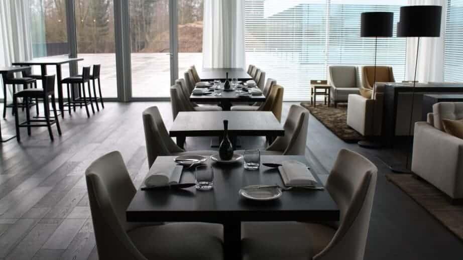 Bystrò Jamien -stijlvolle business-bistro met een huiselijk en zakelijk kader